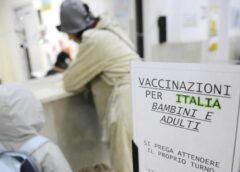 Vaccini: addio ai certificati per l'iscrizione a scuola, ma l'obbligo resta